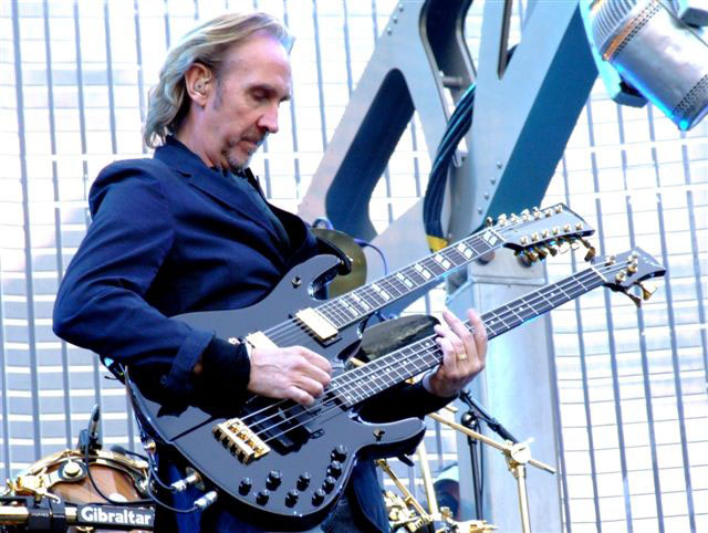 mike_rutherford1.jpg